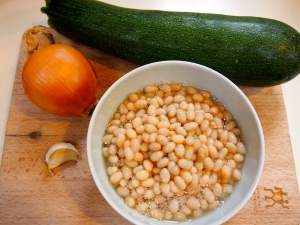 Your ingredients- zucchini, onion, garlic and cannelini beans (shown not drained/rinsed).