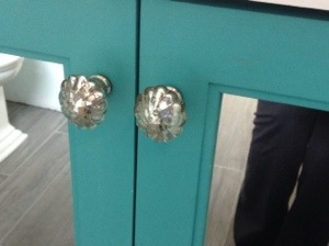 The shiny new cabinet pulls..ahh so shiny!