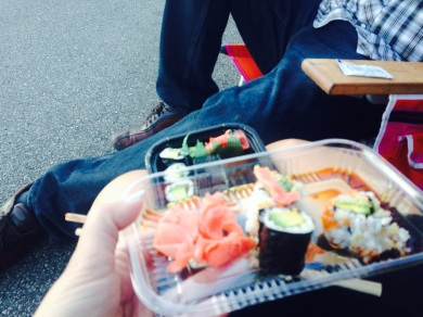 Sushi has to be the best thing to eat before a show.. keepsya lite! :P
