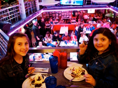 Then we went to Ellen's Stardust for some 'off broadway' entertainment..and ICE CREAM!