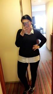OOTD: polka dot blouse, black sweater, leggings and SNEAKERS!