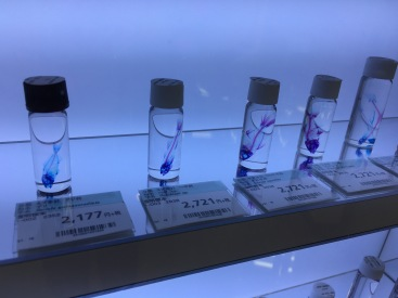 idk if these are glass or real..but i loved the blue case