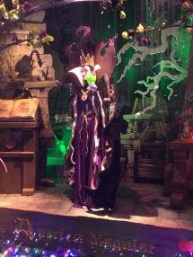 This window was sick awesome..she spun to turn into the ugly old witch.