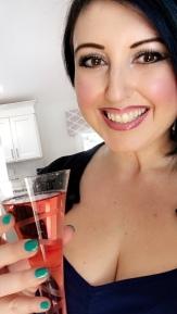 Cheers! I just loveee sparkling drinks.