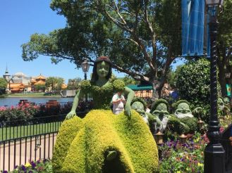 Snow White and seven dwarfs topiary