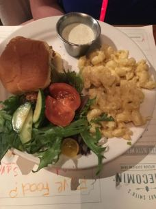 Kids: fried chicken sandwich with mac n cheese and salad