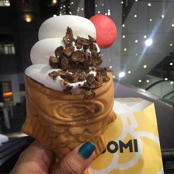 SomiSomi- taiyaki of milk, nutella, cocoa pebbles and macaron