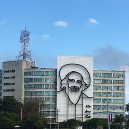 """Ministries of the Interior and Communications,- Camilo Cienfuegos - """"Vas bien, Fidel"""" (You're doing fine, Fidel)"""