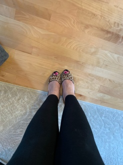 My leopardy shoes..
